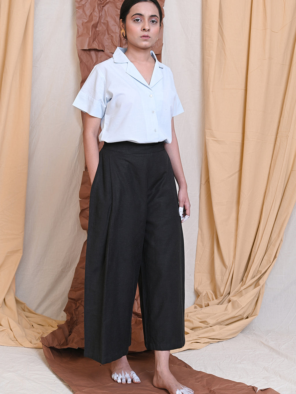 pleated cotton linen high waisted trousers in black