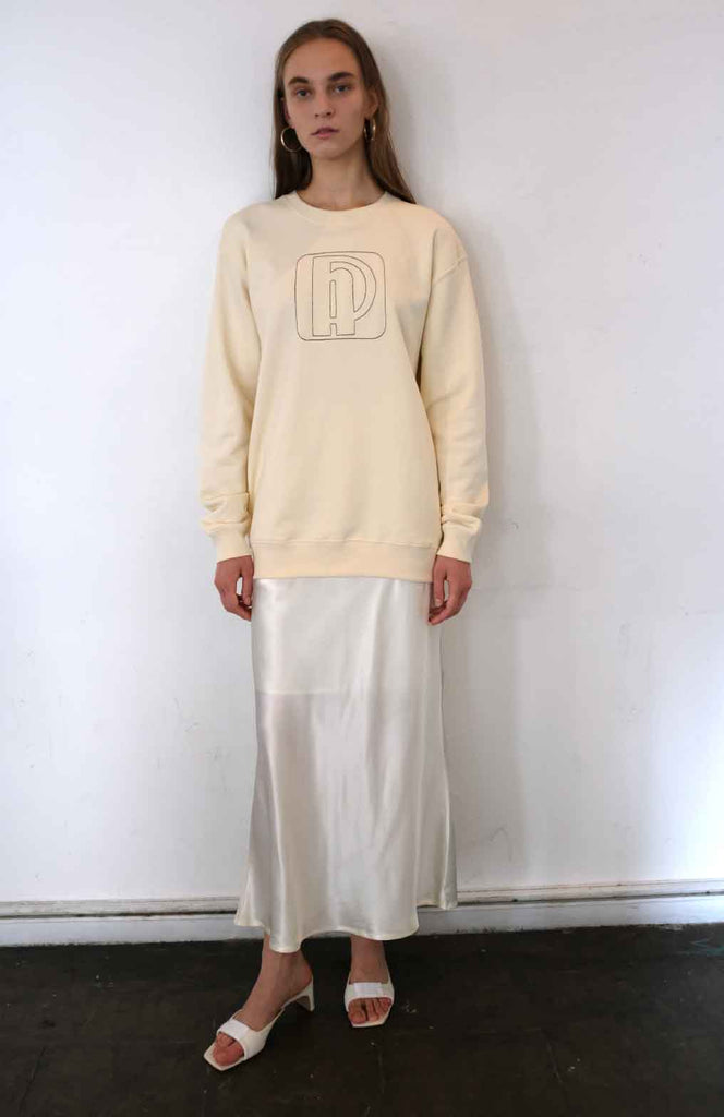 soap dish sweat shirt / cream