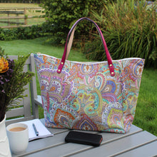 Load image into Gallery viewer, Shopper bag in paisley print with leather handles
