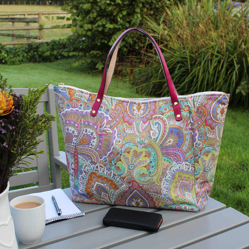Shopper bag in paisley print with leather handles