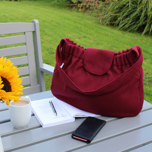Slouchy shoulder bag in red