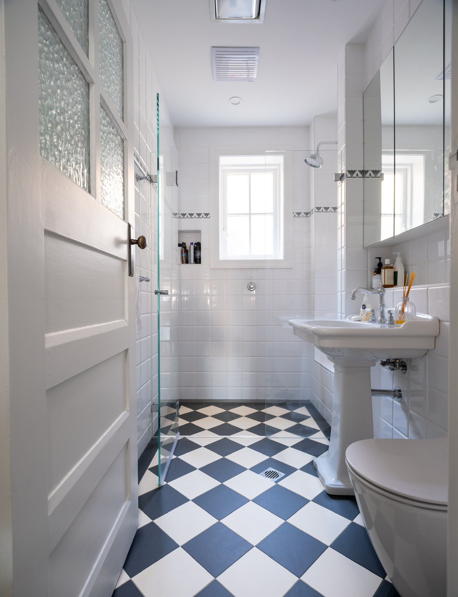 Subway_tiles_bathroom_walls