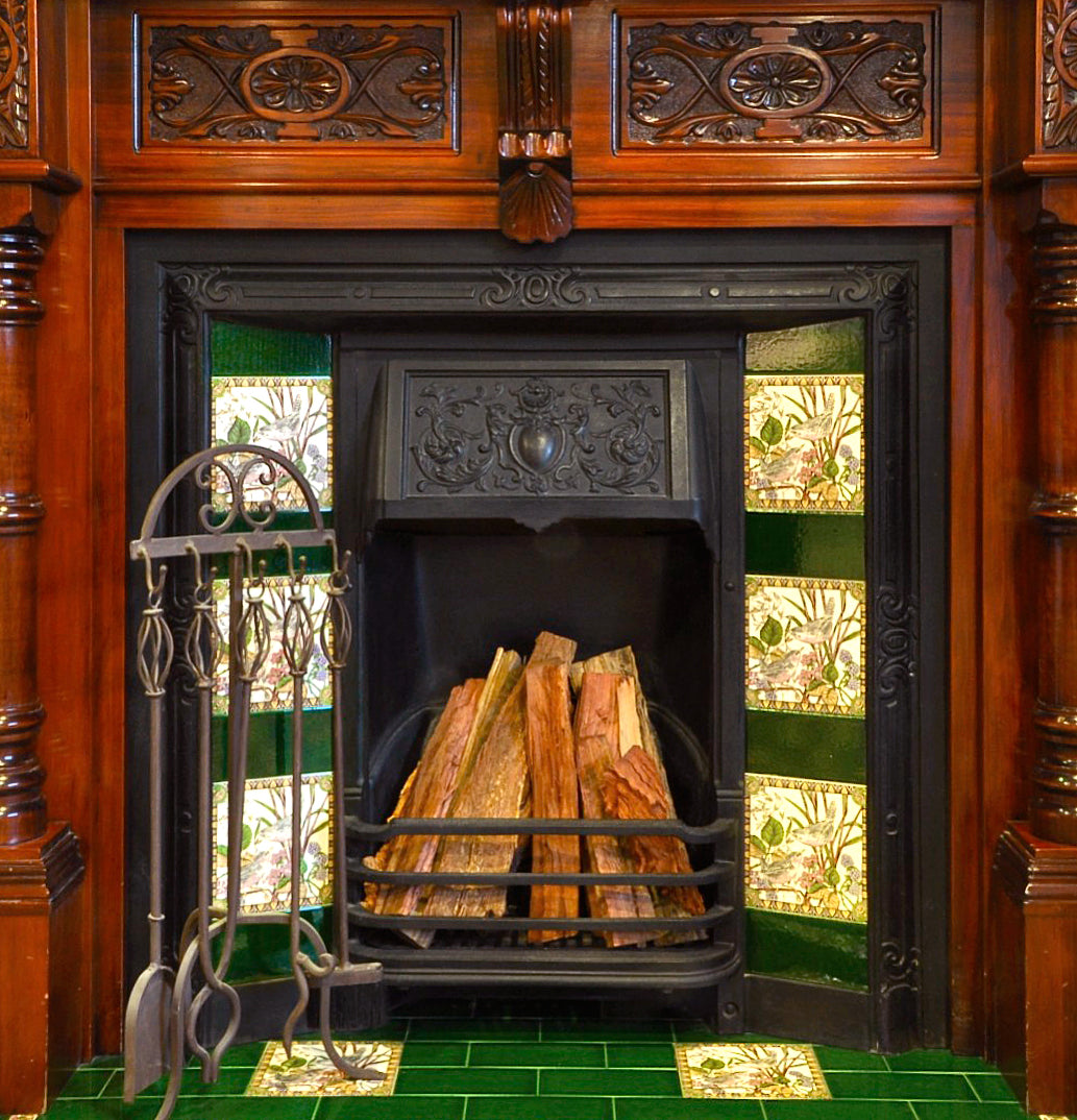 Traditional_coloured_subwaytiles_on_fireplace
