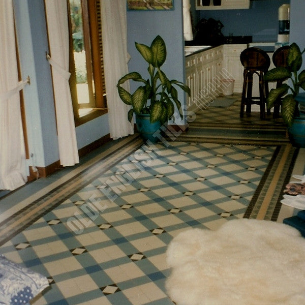 Olde English Tiles – Northumberland pattern with the Special custom border. Gorgeous Living Area