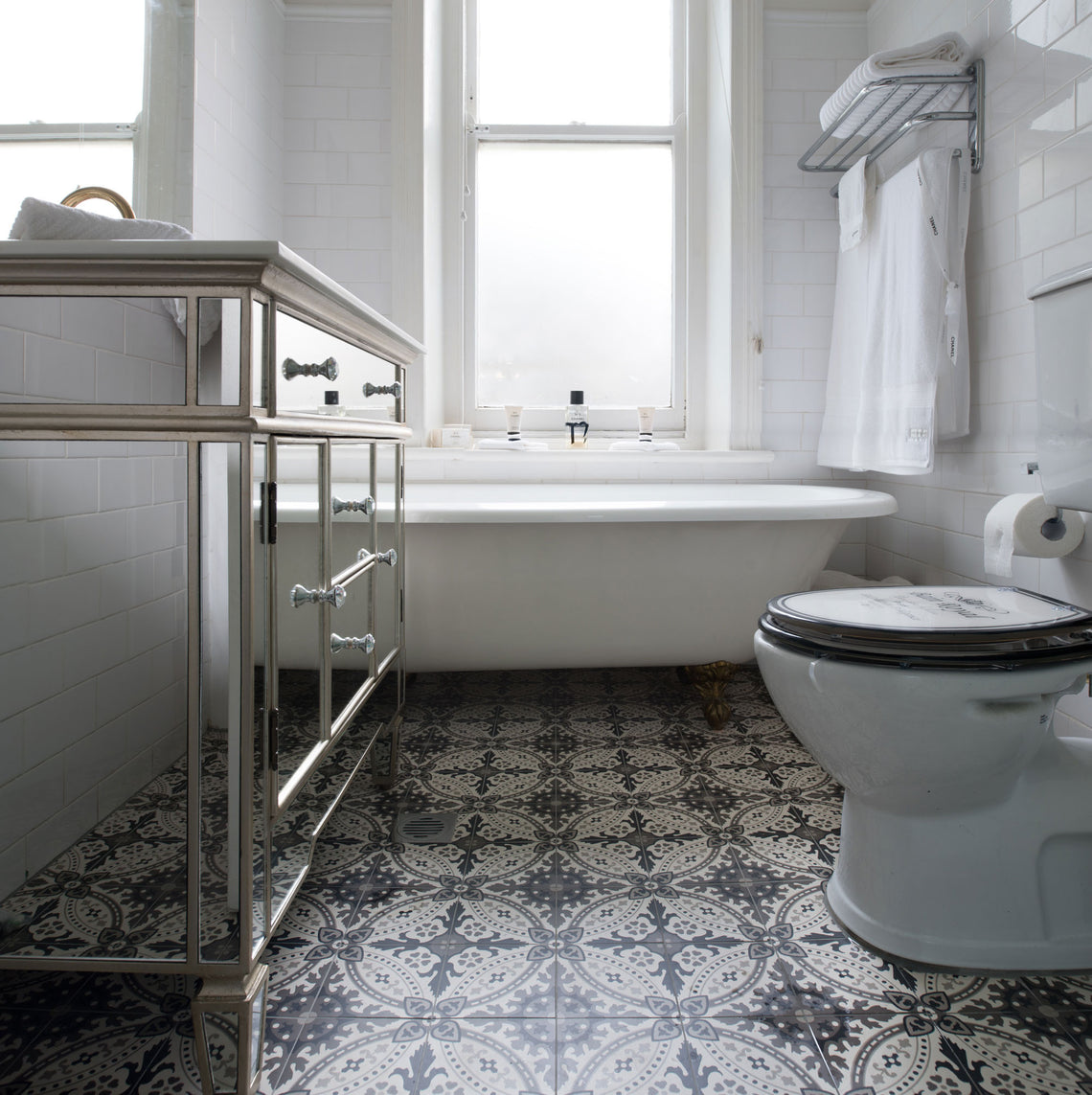 -  Lille Pattern in Bathroom