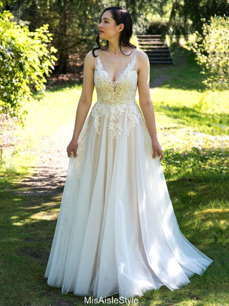 informal outdoor wedding dress
