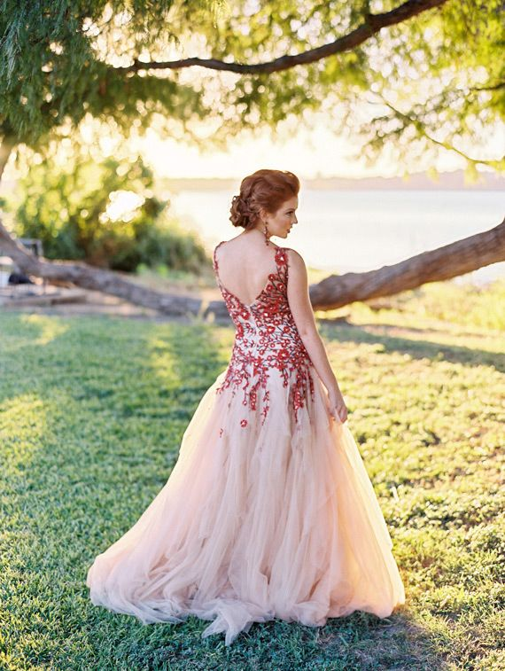 Vintage V-back Red Flowers Wedding Dress