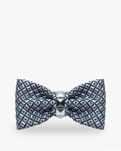 Carica l'agine nel visualizzatore di Gallery, Omega Butterfly Knot on MyTailorsAndCo