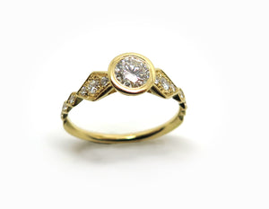 Solitaire in chiseled yellow gold and diamonds - Christmas selection