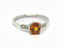Laddare l & # 39; bild dans la galerie, Bague Or blanc, Saphir orange et diamanter