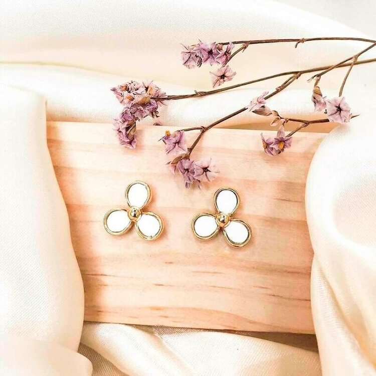 a pair of trillium spring flowers stud earrings made with leather in daisy white set in yellow gold plating from forest jewelry singapore