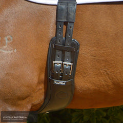 Kentaur Geneva Leather Girth on a Horse