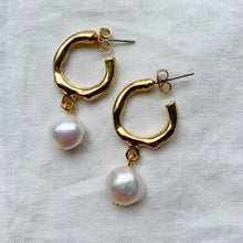 Load image into Gallery viewer, 24k Gold Plated Pearl Earrings
