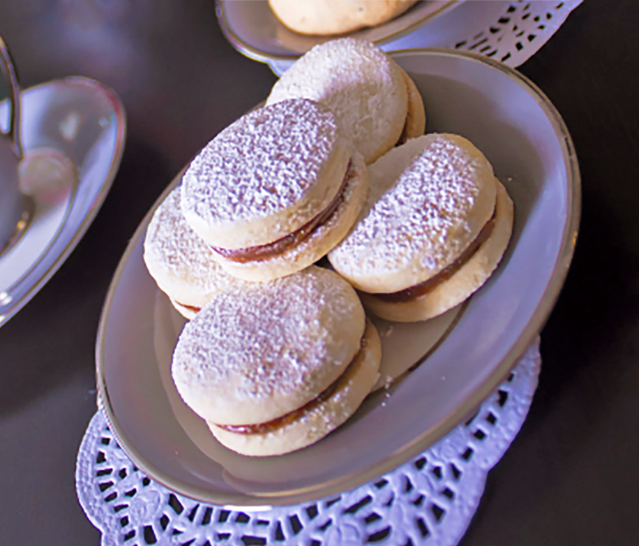 Load image into Gallery viewer, Gluten-Free Dulce de Leche Alfajores - Dulceology