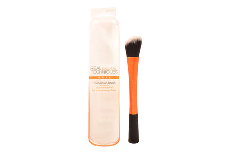 Real Techniques Cruelty Free Foundation Brush, Uniquely Shaped & Color Coded, With Synthetic Custom Cut Bristles For an Even & Streak Free Makeup Application