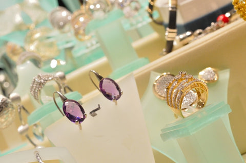 Women's High-End Jewelry Buyers