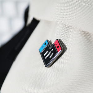 SWITCH LOVE PIN