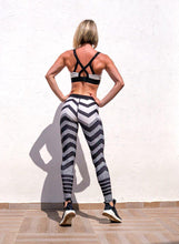 Load image into Gallery viewer, Cross Stripe Printed Leggings