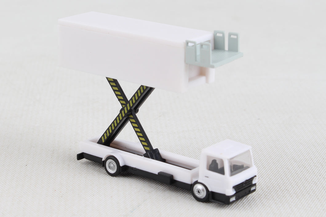 HE550987   HERPA CATERING TRUCK (1) BLANK 1/200