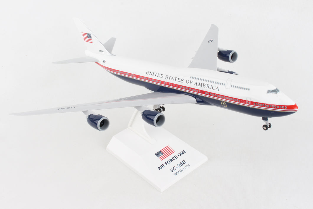 SKR1076  SKYMARKS AIR FORCE ONE 747-8I 1/200 W/GEAR (VC-25B)