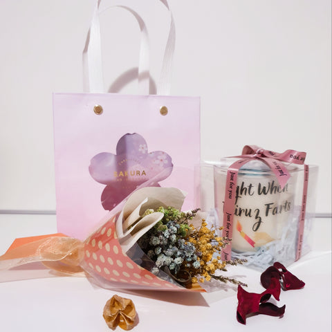 Candle sent with preserved flower bouquet