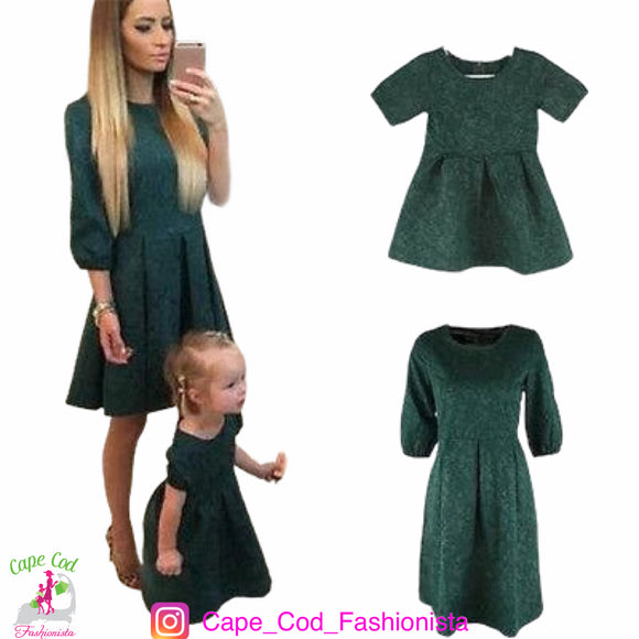 GREEN MOMMY & ME MOTHER DAUGHTER MATCHING FAMILY 3/4 SLEEVE A-LINE DRESSES