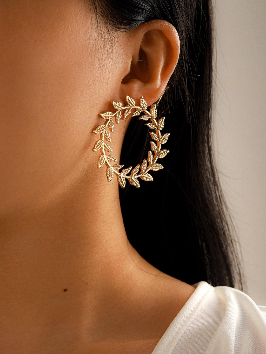 Leaf Design Round Stud Earrings - shopnsave.pk