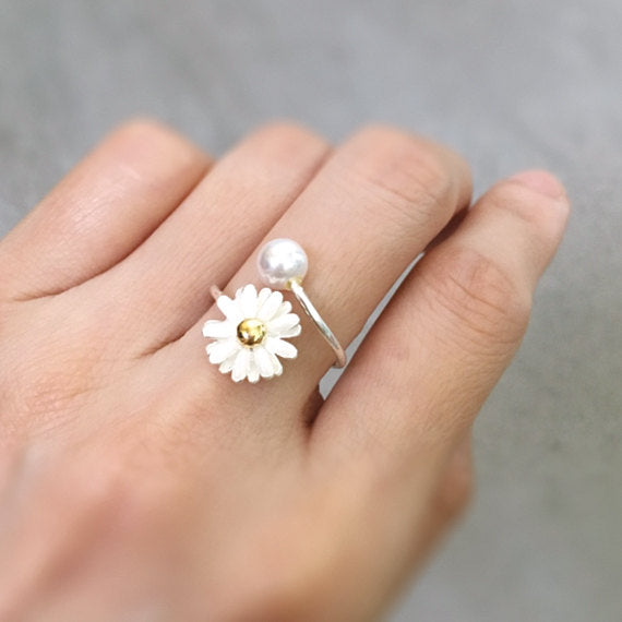 White Daisy Ring with Pearl