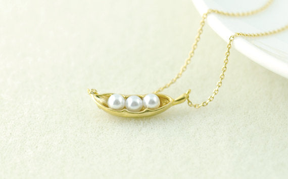 Pea Pod Necklace in Gold