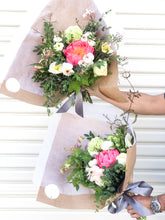 Load image into Gallery viewer, (PRE-ORDER Valentine's Day) Medium hand-tied bouquet