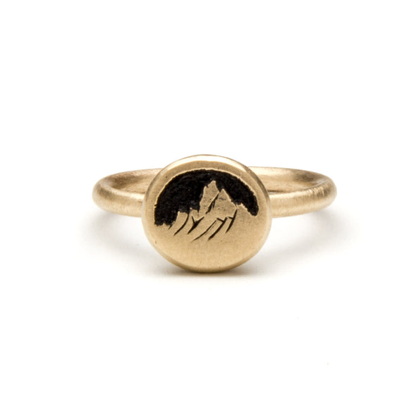 Carved Mountain Ring in Gold