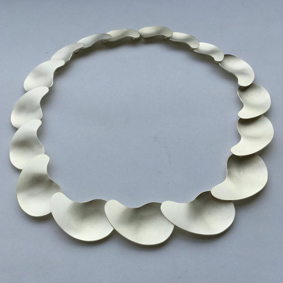 Modern Kidney Pool Collar Necklace silver