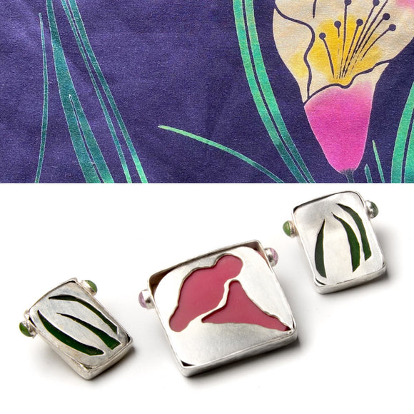 Claire Ramsey - A Suite of Three Fantasized Flower Pins yukata jewelry show silver, vintage plastic