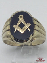 Load image into Gallery viewer, 9ct Gents Onyx Masonic Ring