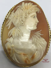 Afbeelding in Gallery-weergave laden, 9ct Gold Cameo Broach