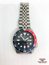 "Laden Sie das Bild in den Galerie-Viewer, Seiko Automatic Diver's 200M ""Pepsi"""