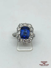 Afbeelding in Gallery-weergave laden, 18ct White Gold Diamond Rectangular Cut  Sapphire  & Diamond Ring