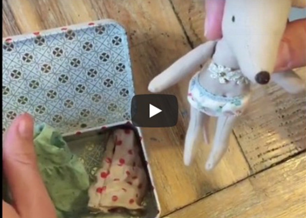 Maileg Mice Video Review – Suitcase with 2 Sets Clothes