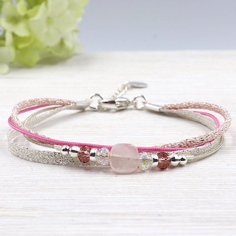 Bracelet cordon multi rangs perles et pierre quartz rose