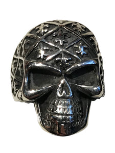 Skull ring covered all over with small fleur de lis