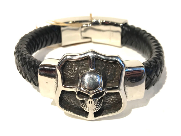 Woven leather bracelet with large sealed of stainless steel with a skull in the middle