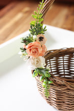 Load image into Gallery viewer, Floral basket - Perfectly Peach