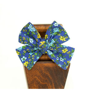 Open image in slideshow, blue floral blossom pinwheel hair bow