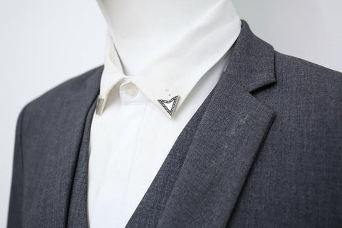 Broche costume homme triangle Broche costume Le Bar à Cravates®