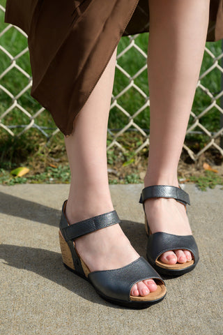Nice Ankle Strap Wedge Sandals (Nero)