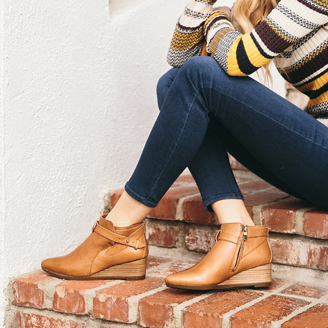 Final: Weyburn Straps Ankle Boots (Natural)