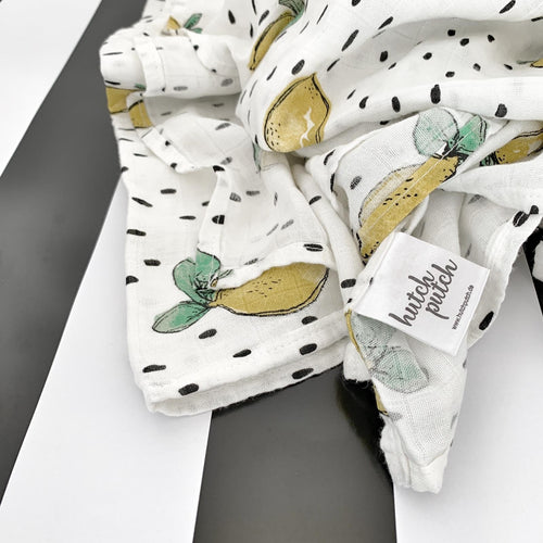 Bamboo swaddle with dots and lemon design