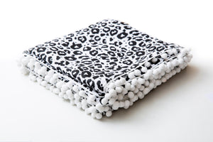 Blanket with Pom-poms • Leo Black