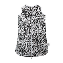 Load image into Gallery viewer, baby sleeping bag made of organic cotton 1 tog in leo design