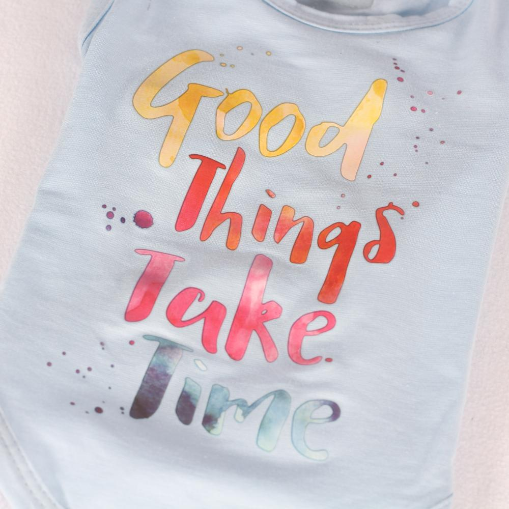 Good Things Take Time T-Shirt in Blauw - Trilli Tutti Brilli